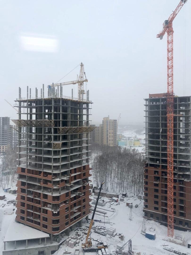 Жилой комплекс «НЬЮТОН» Ход строительства и Два монолитно кирпичных дома, расположенных внутри комплекса, напротив…